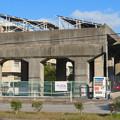 愛知県武道館の旧・鉄道高架と見られる建物の上の太陽光発電パネル - 1