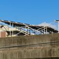 愛知県武道館の旧・鉄道高架と見られる建物の上の太陽光発電パネル - 2