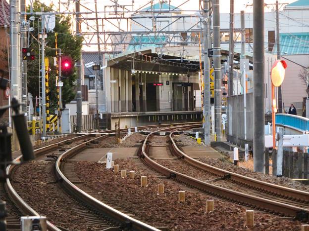 踏切から見た味鋺駅のホーム