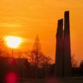 落合公園の石のオブジェと夕焼け - 1