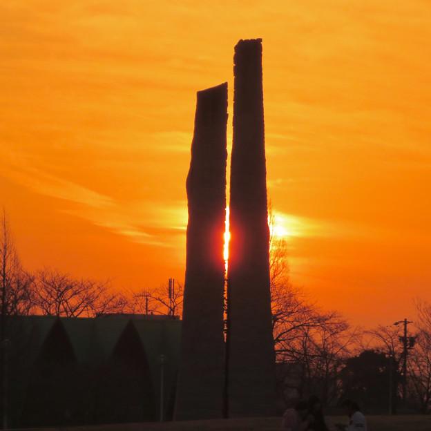 Photos: 落合公園の石のオブジェと夕焼け - 3
