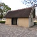 Photos: 二子山公園 - 18:古代の建物風のトイレ