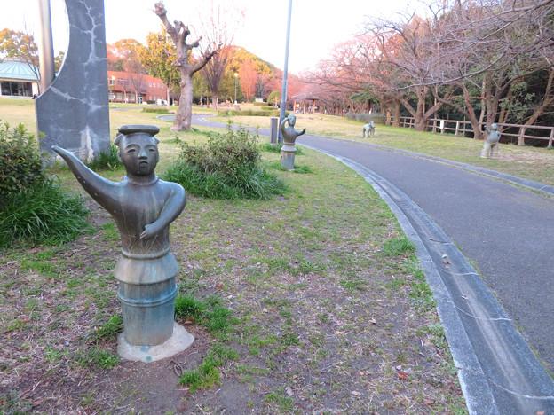 二子山公園 - 21:埴輪風の銅像