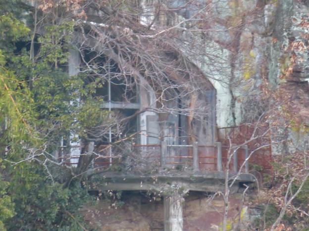 冬で葉っぱが少なかったためよく見えた城山荘のテラス - 10