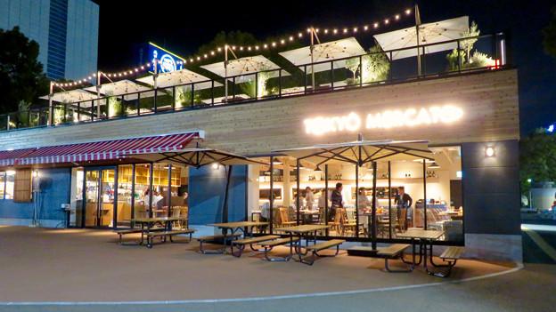 Photos: 一昨日オープンしたばかりの「ミツコシマエヒロバス」(夜) - 3:1階レストラン