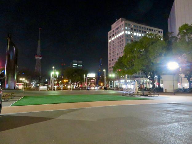 一昨日オープンしたばかりの「ミツコシマエヒロバス」(夜) - 4:広場