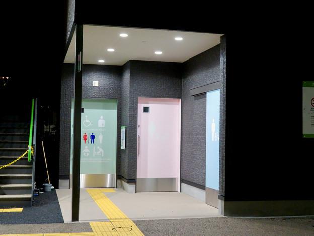 一昨日オープンしたばかりの「ミツコシマエヒロバス」(夜) - 7:トイレ