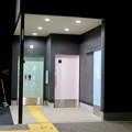 Photos: 一昨日オープンしたばかりの「ミツコシマエヒロバス」(夜) - 7:トイレ