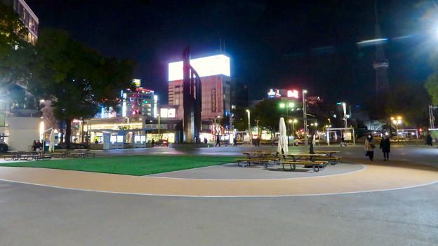 一昨日オープンしたばかりの「ミツコシマエヒロバス」(夜) - 10:広場