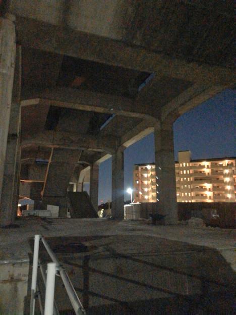桃花台線の桃花台東駅解体撤去工事(2020年2月27日) - 15:ますます古代遺跡の様に