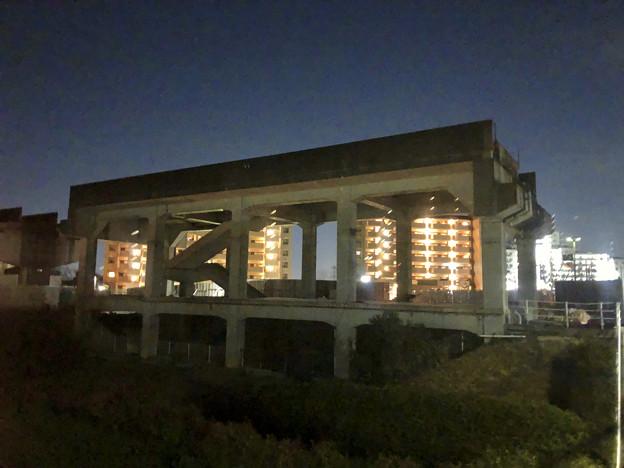 桃花台線の桃花台東駅解体撤去工事(2020年2月27日) - 17:ますます古代遺跡の様に