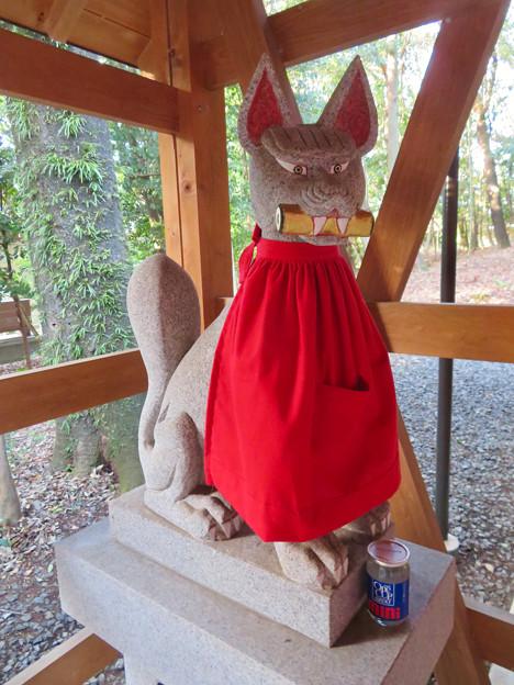 針名神社 - 21:針名稲荷社のキツネの像(左側)