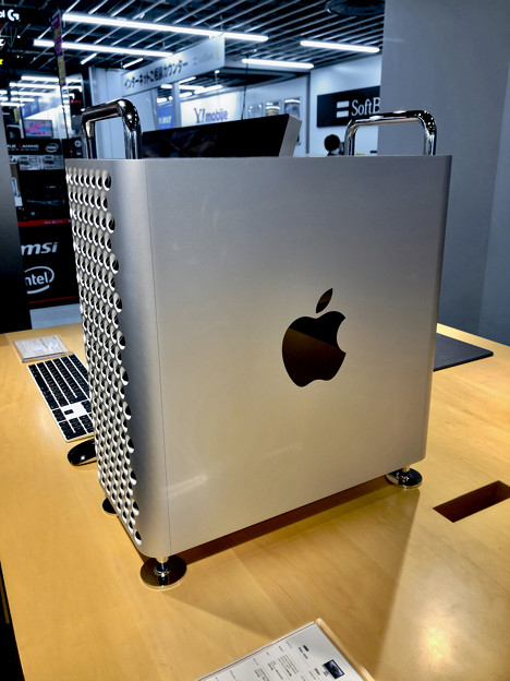 Mac Pro(2019モデル )- 3:側面