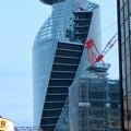 ビルの隙間から見2たスパイラルタワーズ - 2