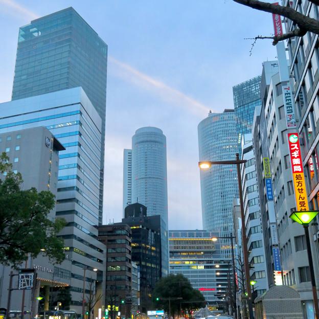 桜通から見上げた名駅ビル群 - 1