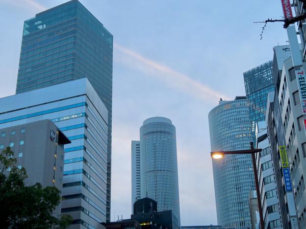 桜通から見上げた名駅ビル群 - 2