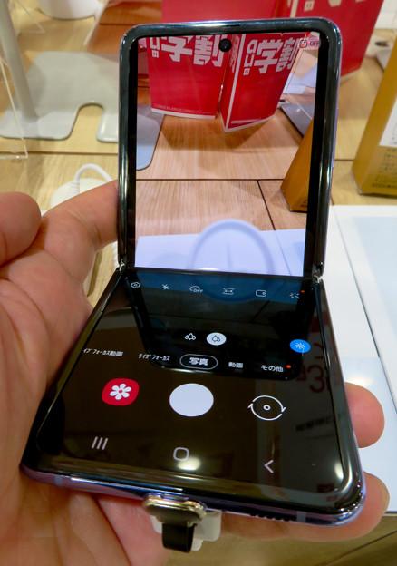 Galaxy Z Flip No - 10:半分折り畳みでカメラアプリ使用時