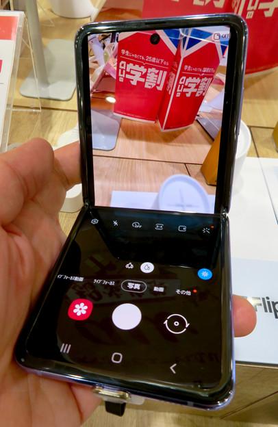 Galaxy Z Flip No - 11:半分折り畳みでカメラアプリ使用時