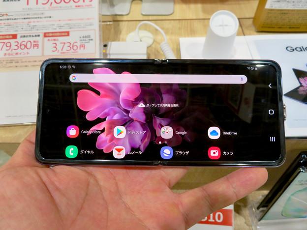 Galaxy Z Flip No - 12:オープン時(横長持ち)