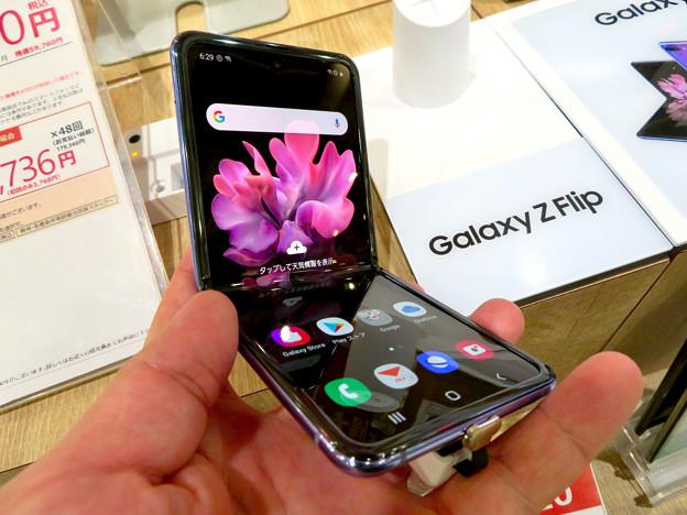 Galaxy Z Flip No - 18:半分折り畳み時
