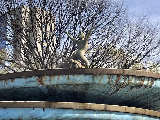 久屋大通公園:噴水の上の女性の裸像 - 1