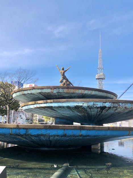 久屋大通公園:噴水の上の女性の裸像 - 3
