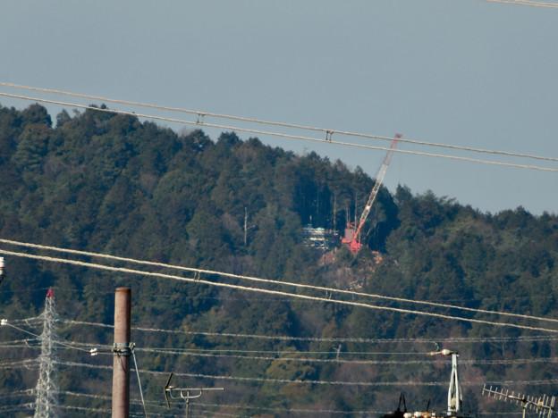 遠くから見たリニア中央線のための送電線鉄塔工事現場 - 1