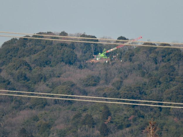 遠くから見たリニア中央線のための送電線鉄塔工事現場 - 2