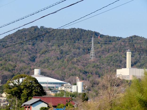 遠くから見たリニア中央線のための送電線鉄塔工事現場 - 5