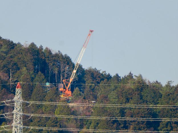 遠くから見たリニア中央線のための送電線鉄塔工事現場 - 6