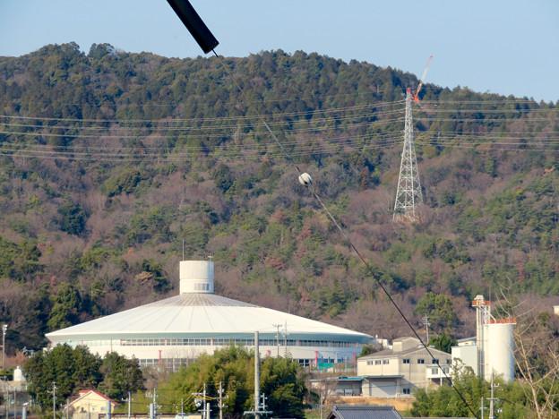 遠くから見たリニア中央線のための送電線鉄塔工事現場 - 7
