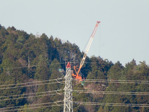 遠くから見たリニア中央線のための送電線鉄塔工事現場 - 8
