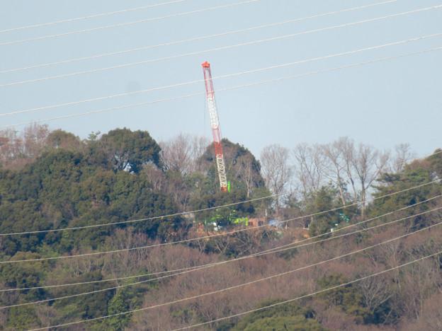 遠くから見たリニア中央線のための送電線鉄塔工事現場 - 10