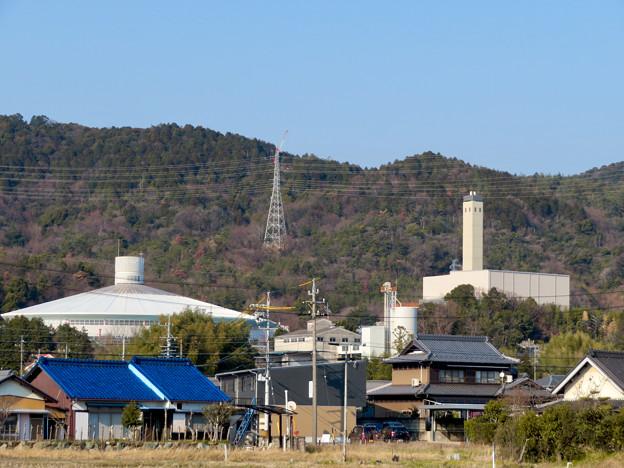 遠くから見たリニア中央線のための送電線鉄塔工事現場 - 11