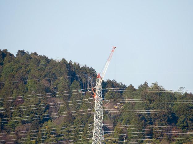 遠くから見たリニア中央線のための送電線鉄塔工事現場 - 12