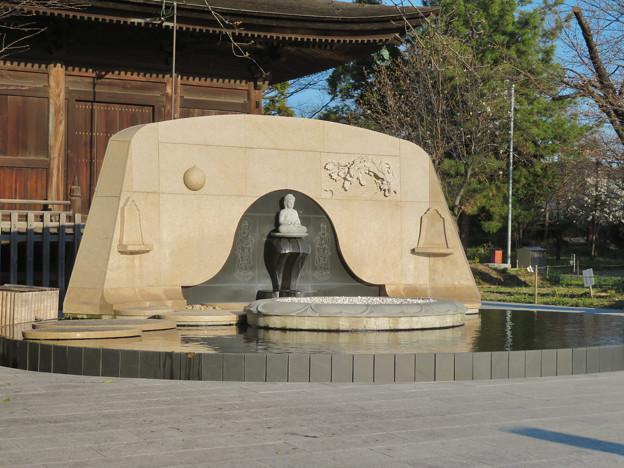 密蔵院裏の墓地にある仏像 - 1