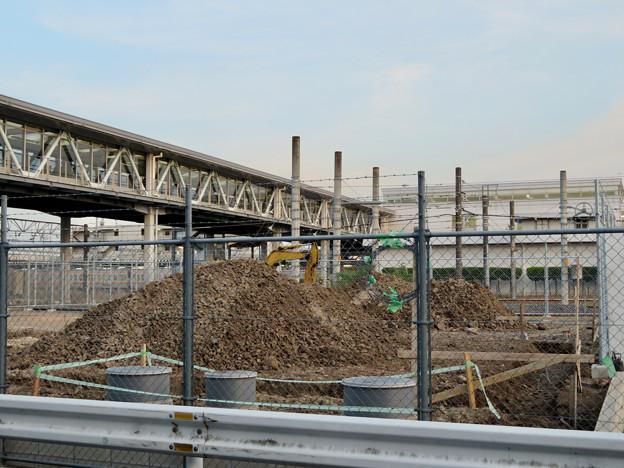 真下から見た神領駅の陸橋 - 2
