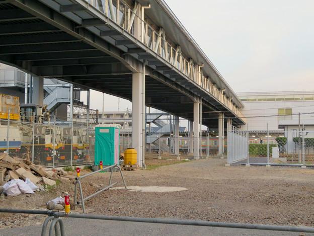 真下から見た神領駅の陸橋 - 6