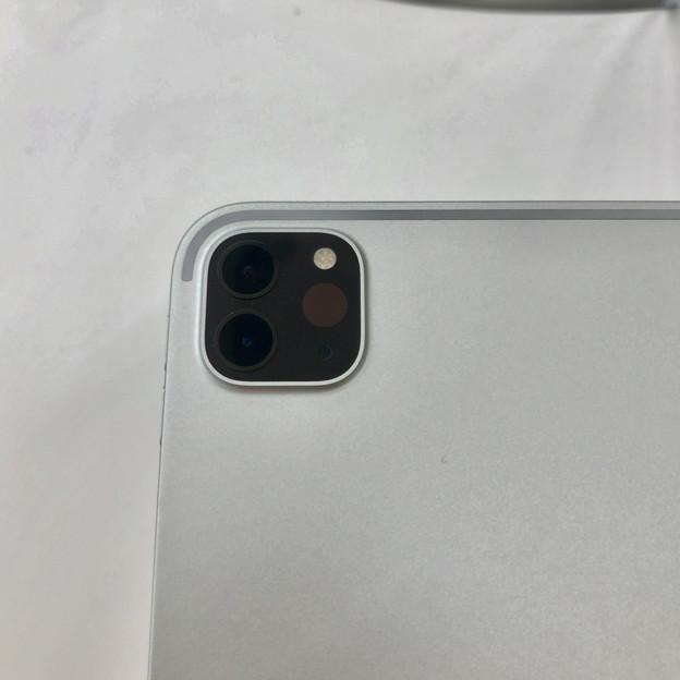 iPad Pro 2020年モデル - 6:LiDARスキャナと背面カメラ