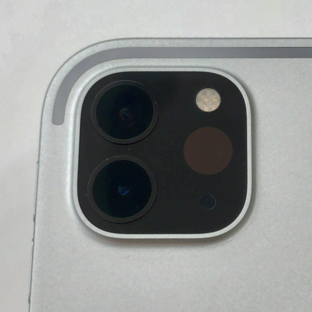 iPad Pro 2020年モデル - 7:LiDARスキャナと背面カメラ