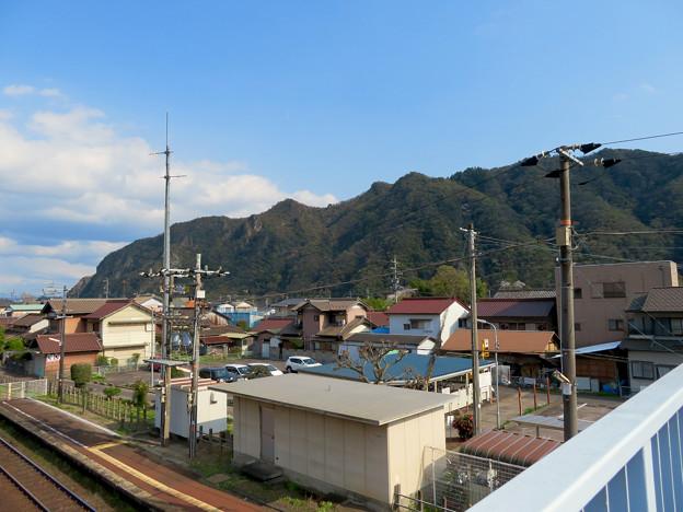 坂祝駅 - 1:陸橋の上から見た犬山市内の山々