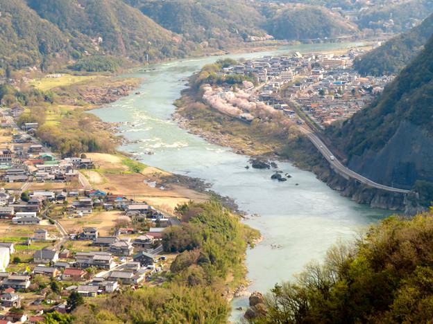 猿啄城展望台から見た景色 - 13:春の木曽川沿い