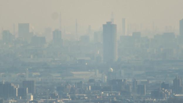 猿啄城展望台から見た景色 - 26:ザ・シーン城北と名古屋港周辺の巨大建造物