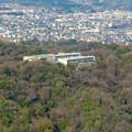 Photos: 猿啄城展望台から見た景色 - 40:山の上にある坂祝中学校