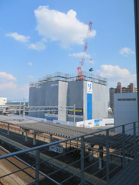 JR春日井駅南口に建設中の高層マンション(2020年4月4日)- 1