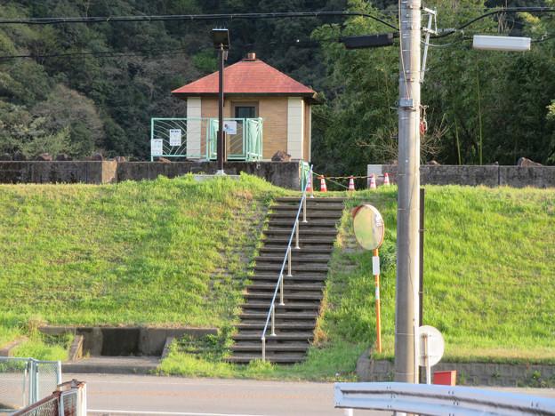 坂祝町:木曽川沿いにある小屋の様な建物 - 2