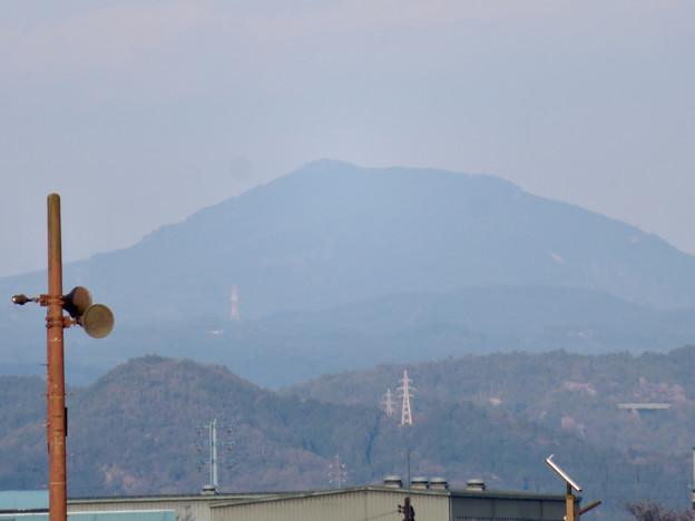 坂祝町:木曽川堤防上の道から見た御嶽山 - 2