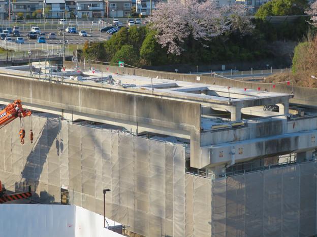 解体工事中の桃花台線桃花台東駅(2020年4月6日) - 16:ホーム部分の床がなくなる