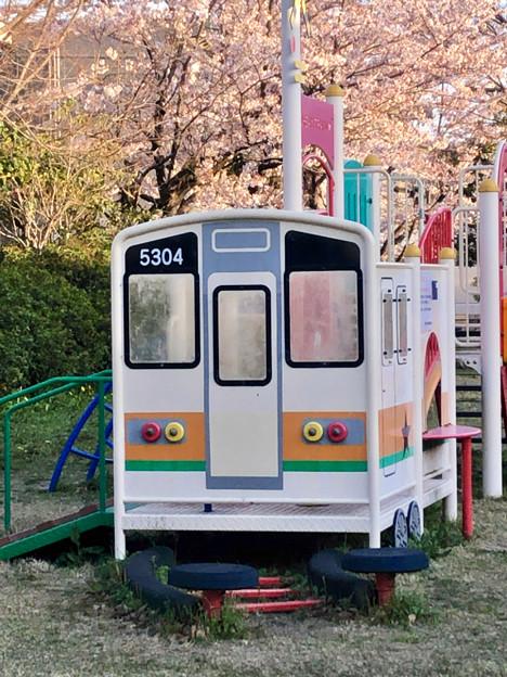 尾張広域緑道:JR中央線の車両モチーフの遊具 - 2