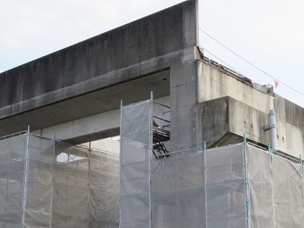 解体工事中の桃花台線桃花台東駅(2020年4月11日) - 4